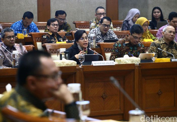 Menteri Keuangan Sri Mulyani Indrawati pagi ini mengikuti rapat kerja (raker) bersama Komisi XI DPR RI.