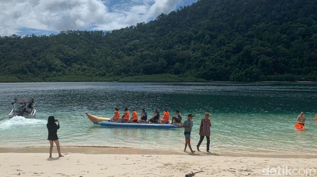 Ditolak di Bukittinggi, Turis China Main Air di Kawasan Mandeh Sumbar