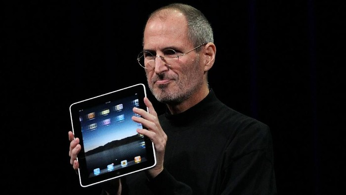 SAN FRANCISCO - JANUARY 27: Apple Inc. CEO Steve Jobs holds up the new iPad as he speaks during an Apple Special Event at Yerba Buena Center for the Arts January 27, 2010 in San Francisco, California. Apple introduced its latest creation, the iPad, a mobile tablet browsing device that is a cross between the iPhone and a MacBook laptop. (Photo by Justin Sullivan/Getty Images)
