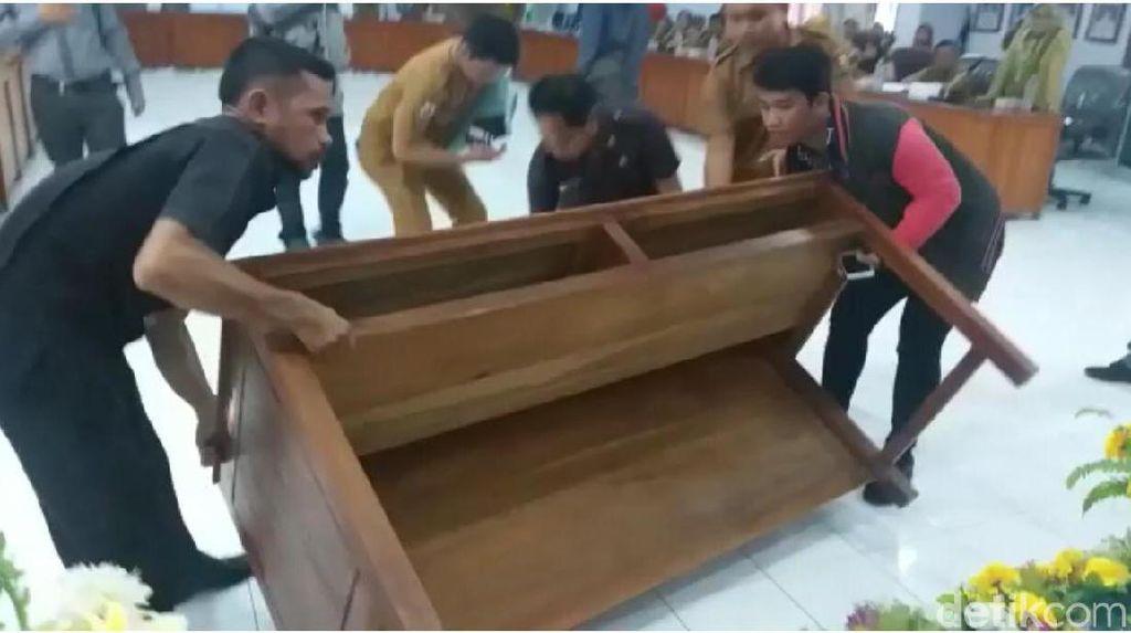 Rapat Ricuh, Wakil Ketua DPRD Majene Banting Meja