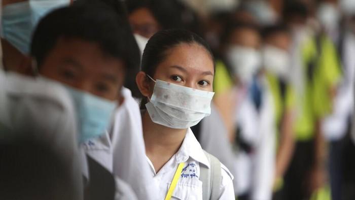 Penyebaran Novel Coronavirus (2019-nCoV) telah meluas ke sejumlah negara, termasuk Kamboja. Para siswa pun diimbau kenakan masker saat beraktivitas di sekolah.