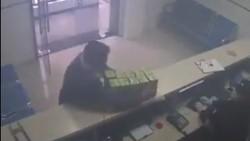 Viral Pria Misterius Sumbang Masker ke Polisi China, Netizen Terharu