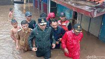Tinjau Lokasi Banjir Baleendah, Ridwan Kamil Nyebur Tak Mau Pakai Perahu