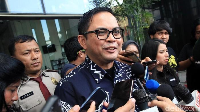 Komisioner KPU Viryan Azis memenuhi panggilan KPK untuk menjalani pemeriksaan. Ia diperiksa sebagai saksi untuk tersangka Wahyu Setiawan.