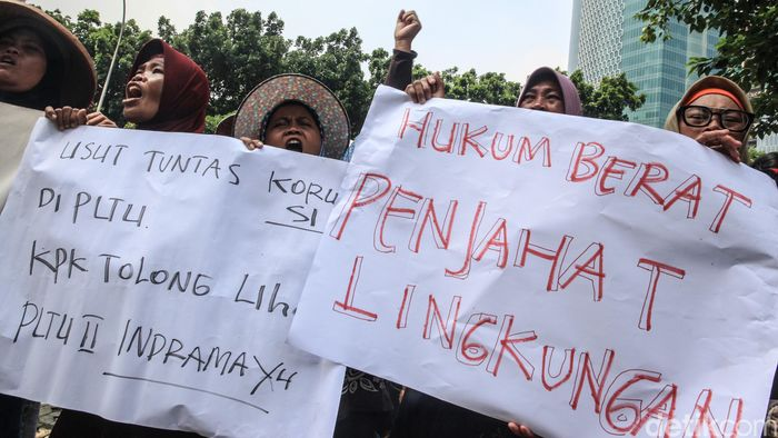 Warga berorasi di depan Gedung KPK, Jakarta, Selasa (28/1/2020).