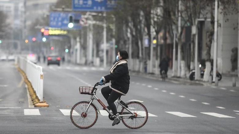 Media nasional China melaporkan sedikitnya 51 pasien virus corona telah dinyatakan sembuh. Hal itu membuat Wuhan perlahan bangkit.