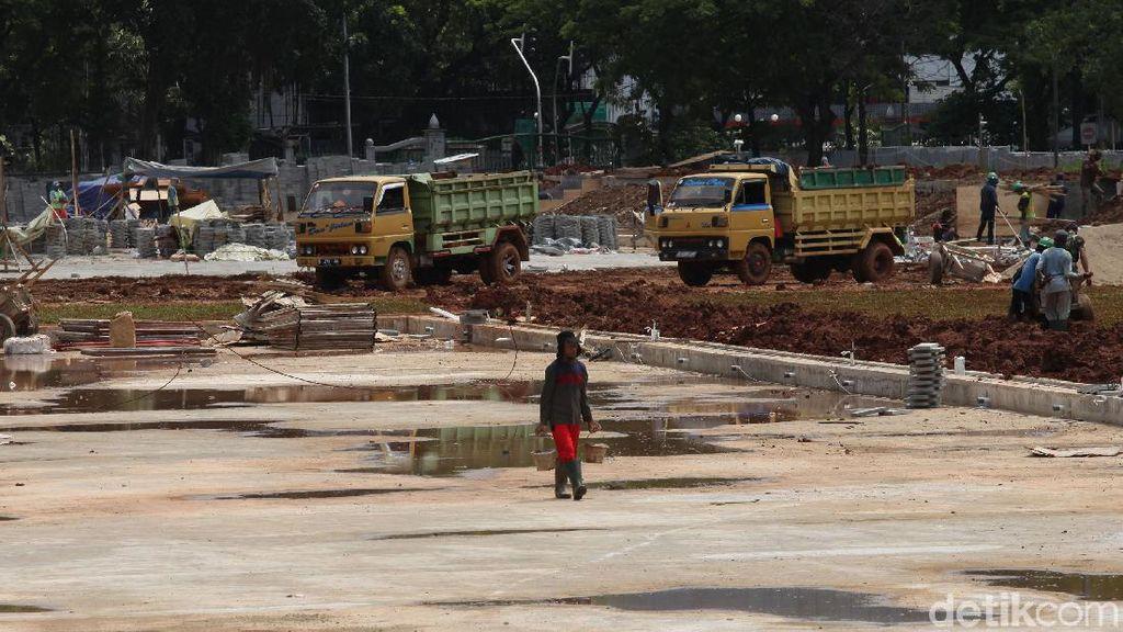 Belum Diberi Tahu, Kontraktor Siagakan Pekerja Revitalisasi Monas