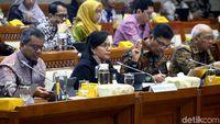 Sri Mulyani Tagih Lagi Keputusan Cukai Plastik ke DPR