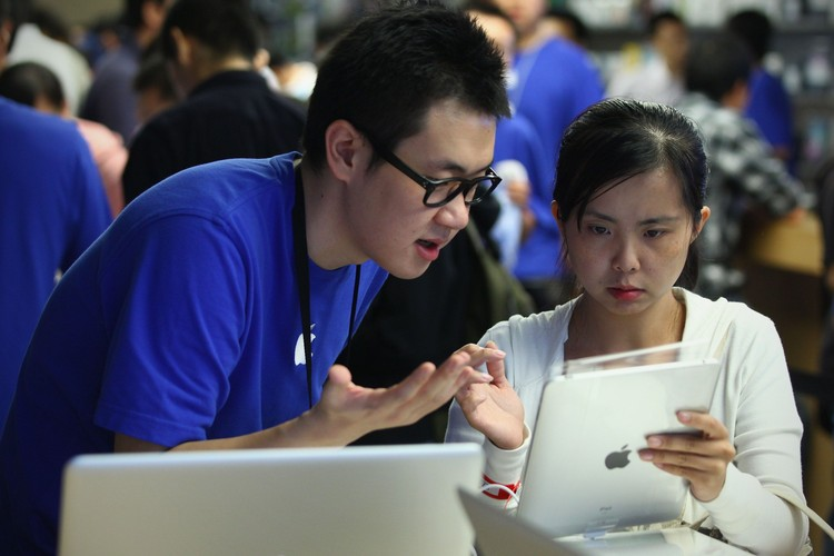 BEIJING - SEPTEMBER 17:  Apple staff introduces Apple Inc. iPad tablet computer to customers at the Apple store on September 17, 2010 in Beijing, China. Apple began sales for the iPad in the Chinese mainland on Friday.  (Photo by Feng Li/Getty Images)