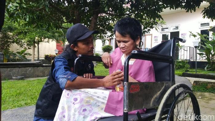Sukiyah (50) usai rambut gimbalnya dipotong. Kini ia dirawat di Rumah Pemulihan Efata, Semarang, Selasa (28/1/2020).