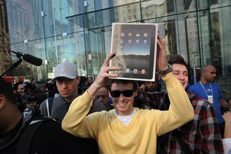 NEW YORK - APRIL 03:  An early customer emerges from the Apple store on Fifth Avenue with Apple Incs new iPad on April 3, 2010 in New York City.  Hundreds lined up in front of the technology companys flagship New York store to be among the first in the world to acquire the device. The much heralded iPad looks to be a bridge between a laptop and smartphone.  (Photo by Spencer Platt/Getty Images)