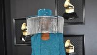 Foto: Penampilan Billy Porter Pakai Topi Canggih Bertirai Terbuka Otomatis