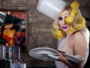 Sebelum Dikenal Dunia, Lady Gaga hingga Sandra Bullock Pernah Jadi Pelayan Restoran