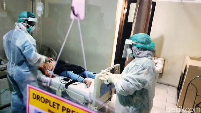 Pasien TKW asal Hongkong yang di rawat di RSUD Sidoarjo negatif virus corona. Meski begitu, perawatan terhadap pasien bernama Minarti tersebut tetap dilakukan intensif.