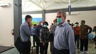 Cegah Virus Corona, Dinkes Tasik Bagikan Masker di Bandara Wiriadinata