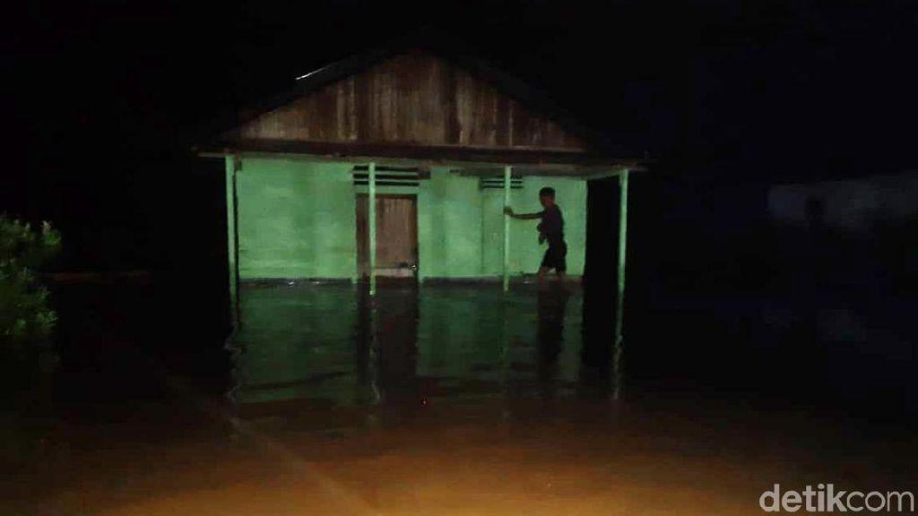 Potret Banjir yang Merendam Tapteng Tadi Malam