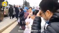 Momen emosional saat pria teriak 'I Love You' pada istrinya yang perawat saat pergi bantu korban virus corona