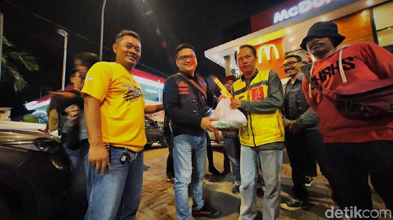 Setelah lama tertunda, Charity On The Road kembali digelar oleh komunitas Pajero Owners Community (POC) Central Java Chapter (CJC) pada hari Kamis (24/1/2020) malam.
