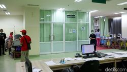 Amukan Pasien Corona RSUD Pasar Minggu Bikin APD Dokter Sobek