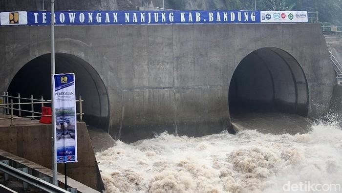 Presiden Joko Widodo meresmikan Terowongan Nanjung di Margaasih, Kabupaten Bandung, Jawa Barat, Rabu (29/1/2020). Terowongan ini diharapkan bisa mengurangi banjir yang terjadi di sejumlah wilayah di Bandung.