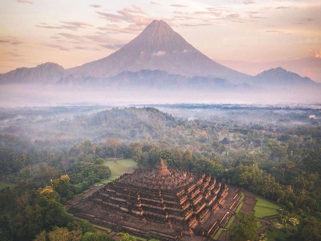 Instagram Kemenparekraf Posting Foto Borobudur yang Aneh