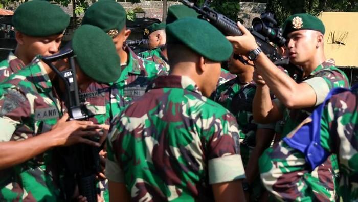 Perwira remaja Akademi Militer 2019 dan Pama Abituren Diklapa 2 dalam rangka orientasi satuan berkumjung ke Yonif Mekanis Raider 412.