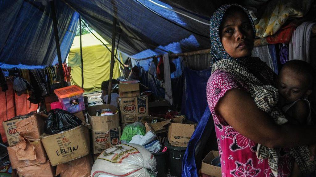 Korban Banjir-Longsor Lebak Masih Bertahan di Pengungsian