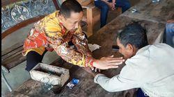 Heboh Batu Oray Pimpinan DPRD Tasik Sembuhkan Orang Dipatuk Ular