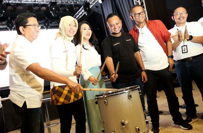 IndiHome menghadirkan minipack i-Konser channel di mana pelanggan dapat menikmati 100% tayangan konser musik secara langsung, ditayangkan 24 jam nonstop dan dapat dinikmati kembali oleh para pecinta musik di Indonesia. Foto: dok. Telkom