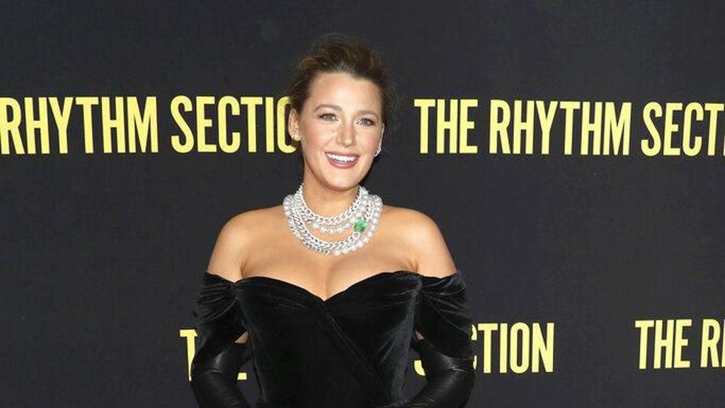 Glamor! Blake Lively Eksis Lagi di Red Carpet Setelah Melahirkan