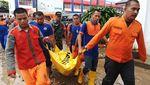 Evakuasi Korban Tewas Akibat Banjir di Tapteng