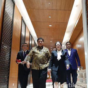 Bukan Serahkan Draf Omnibus Law, Ini yang Dilakukan 2 Menteri Jokowi di DPR
