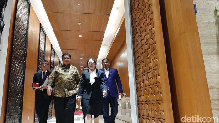 Ketua DPR Puan Maharani, Menko Perekonomian Airlangga Hartarto, Menkum HAM Yasonna Laoly