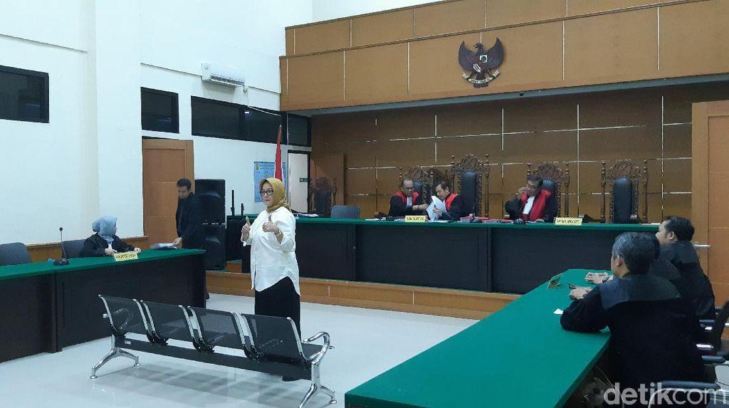 Eks Direktur RSU Tangsel Angkat 2 Jempol di Sidang Vonis, Hakim Marah