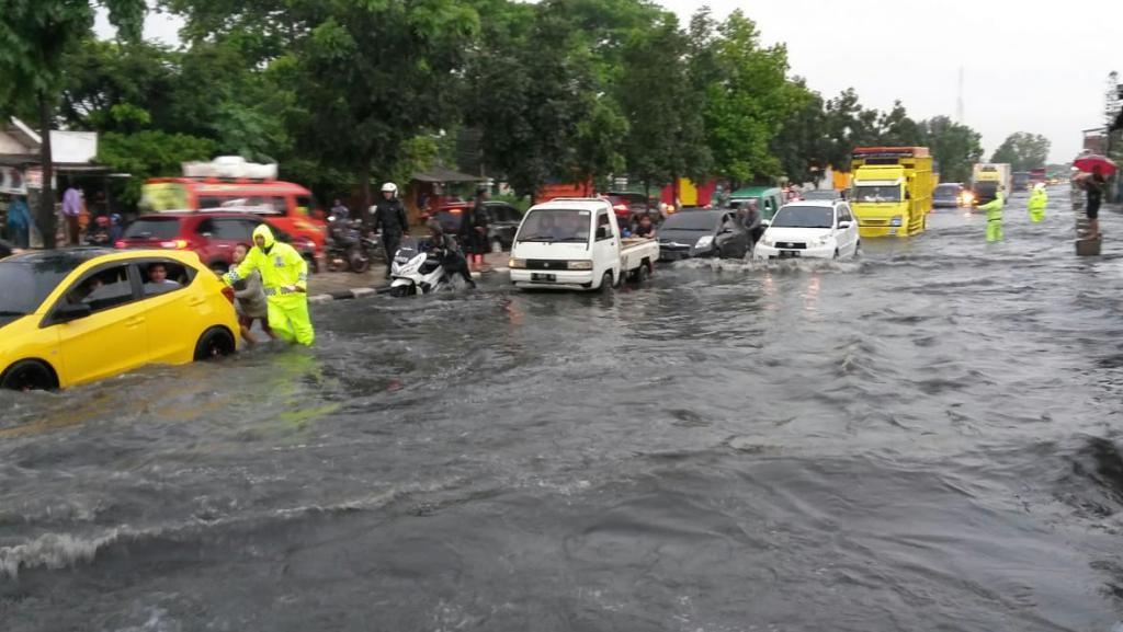 Jalan Bandung-Garut Terendam Banjir, Polisi: Gunakan Jalur Alternatif