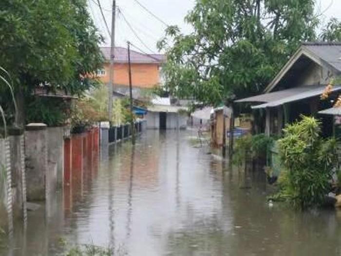 14 jam berlalu, banjir di Martubung, Medan Labuhan, Deli Serdang, Sumut, belum surut (Dok. pribadi Rizky)