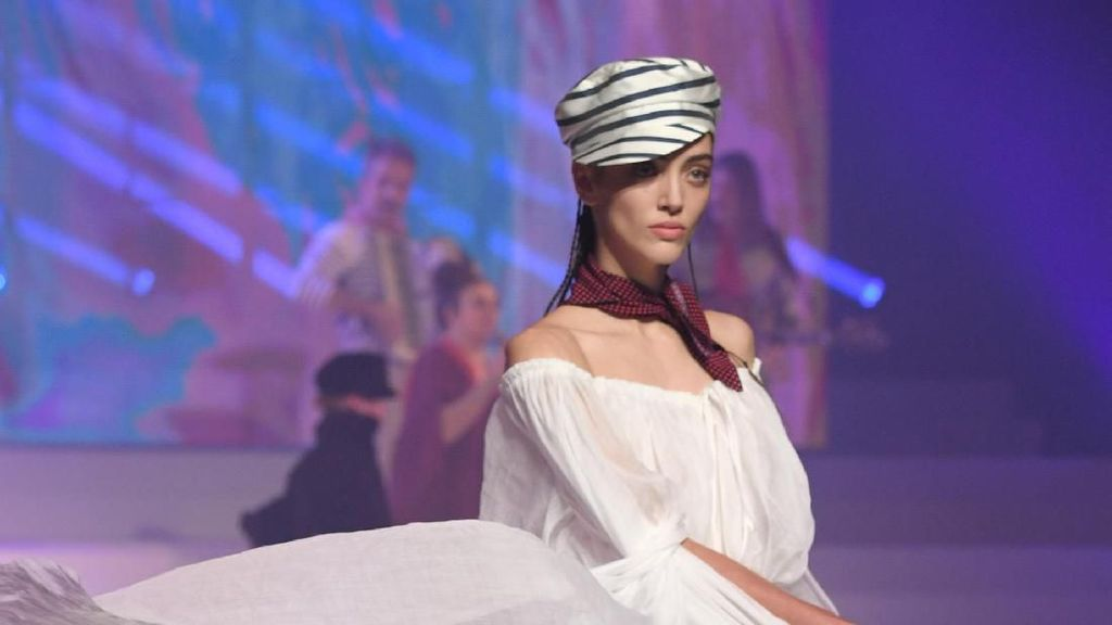 15 Koleksi Perpisahan Jean Paul Gaultier di Paris Couture Fashion Week