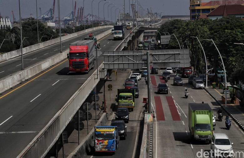 Kebijakan pembebasan angkutan bermuatan berlebih atau Zero Over Dimension Over Load (ODOL) ditunda. Penundaan peraturan itu diberikan maksimal hingga tahun 2022