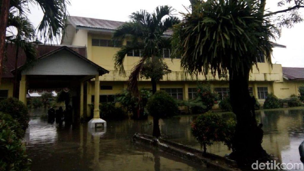 Sekolah Terendam Banjir, Siswa SMPN 35 Medan Diliburkan