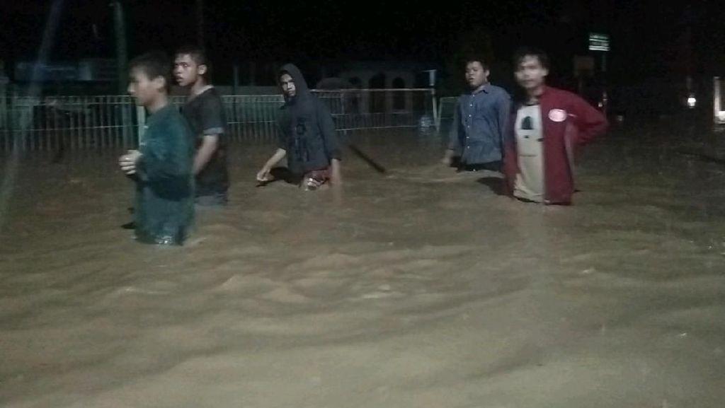 Banjir di Tapteng Sumut, 1 Orang Meninggal Dunia