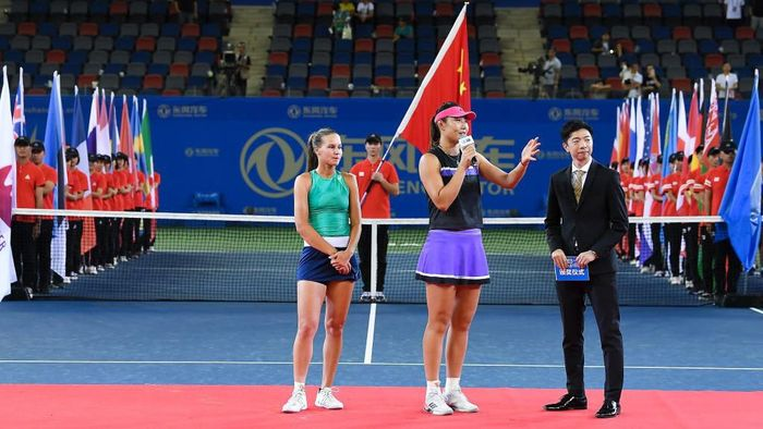 WUHAN, CHINA - SEPTEMBER 28:  Yingying Duan of China and Veronika Kudermetova of Russia pose with their trophy after defeating Aryna Sabalenka of Belarus and Elise Mertens of Belgium during 2019 Wuhan Open doubles final match at Optics Valley International Tennis Center on September 28, 2019 in Wuhan, China. (Photo by Tao Zhang/Getty Images)
