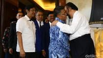 Sohibul Iman dan Surya Paloh Cipika-cipiki di DPP NasDem