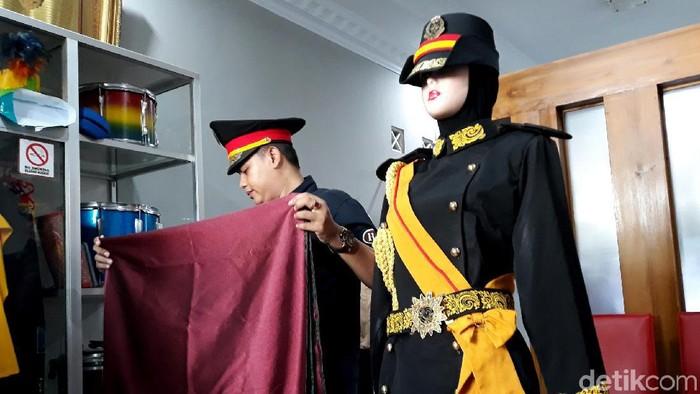 Seragam Raja, Ratu dan pengikut Keraton Agung Sejagat ternyata dipesan dari tempat pembuatan kostum di Bantul. Yuk, intip foto-fotonya.