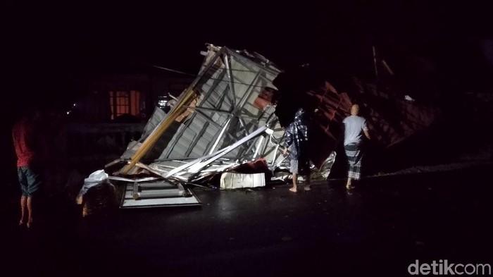 Rumah Rusak Disapu Angin Kencang di Kota Banjar