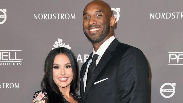 Kobe Bryant bersama sang istri, Vanessa Bryant. (