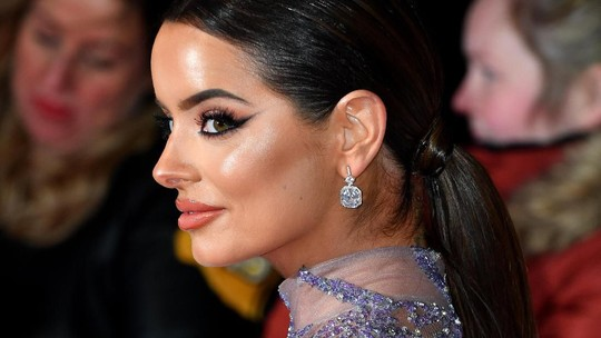 Tiru Kylie Jenner, Artis Ini Hampir Umbar Seluruh Tubuhnya