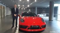 Bos Baru Porsche Indonesia Datang Naik Mobil Favoritnya