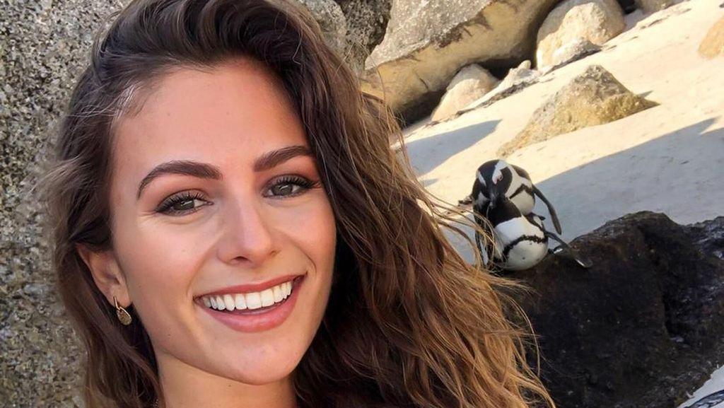Turis Lagi Selfie, eh Belakangnya Ada Penguin Lagi Ena-ena