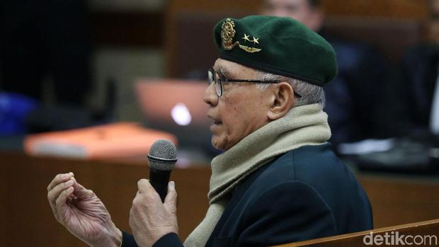 Kivlan Zen menjalani sidang lanjutan kasus kepemilikan senpi ilegal dan peluru tajam di Pengadilan Negeri Jakarta Pusat, Jakarta, Rabu (29/1/2020). Kali ini Kivlan hadir dengan mamakai baret warna hijau.