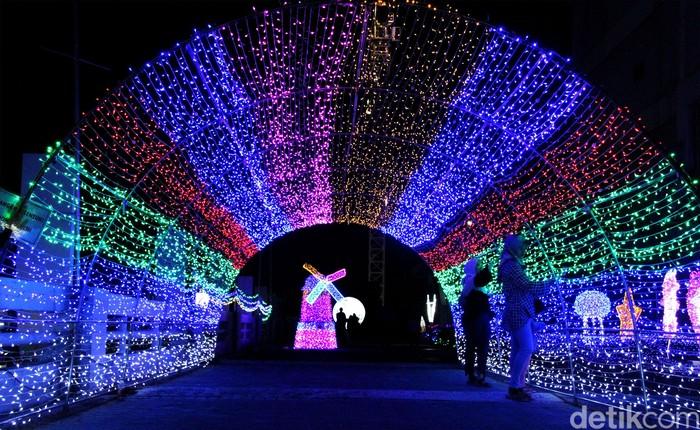 Warna Warni Cahaya Di Festival Lampu Bekasi